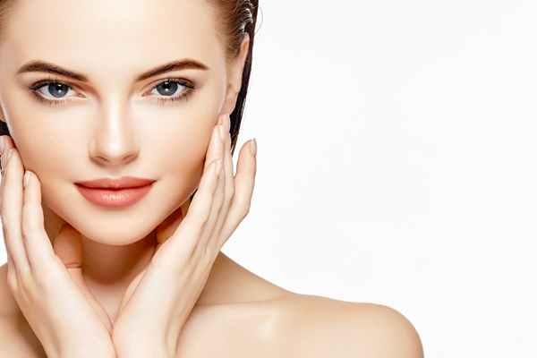 Manualne oczyszczanie twarzy jako sposób na problemową cerę