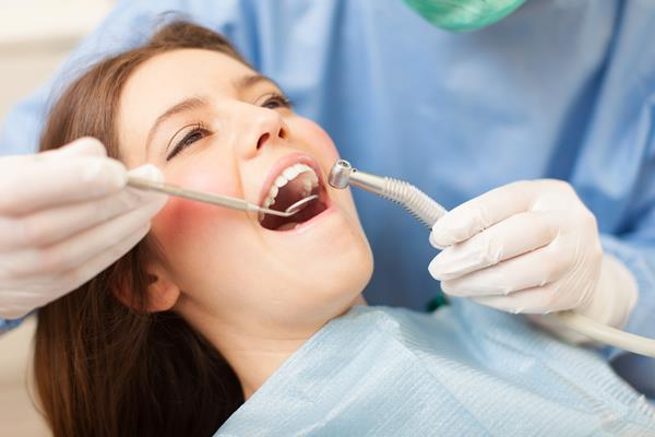 Implanty zębowe - wskazania, przeciwwskazania, przebieg zabiegu