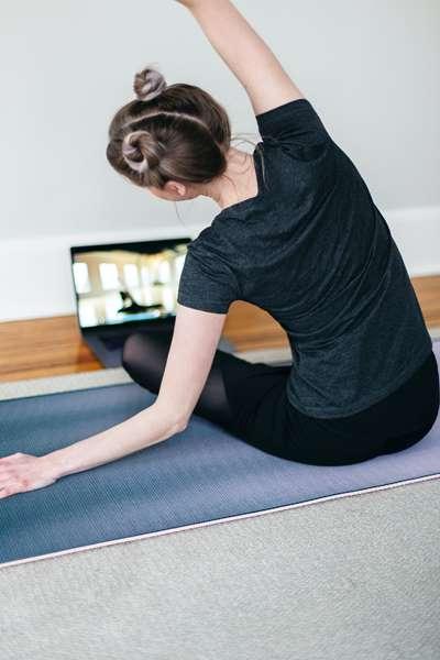 Jak ćwiczyć w domu, by utrzymać formę?