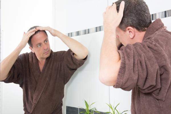 Łysienie androgenowe - na czym polega i które leczenie przynosi najlepsze efekty?