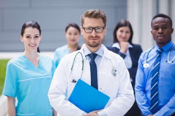 Jak skutecznie wyszukać stomatologa współpracującego z NFZ w moim regionie?